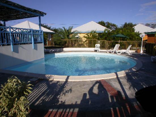 Village Ti Figues: la piscine avec coin ombragé