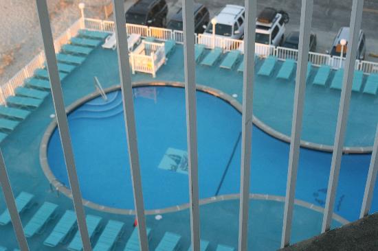 Bal Harbour Hotels: larger pool