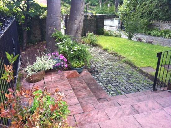 Plas Trevor Bed & Breakfast: Garden