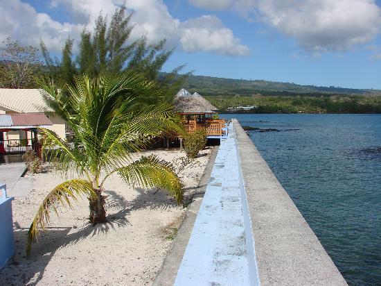 Auga Seaside Resort: Sea wall and Fales