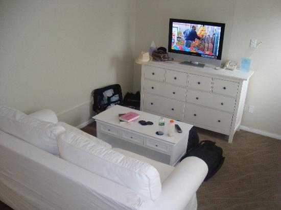 Hampton Ocean Resort: Living Room - small room