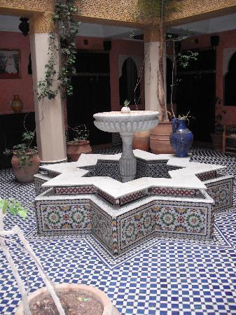 Jnane Mogador : The Courtyard fountain