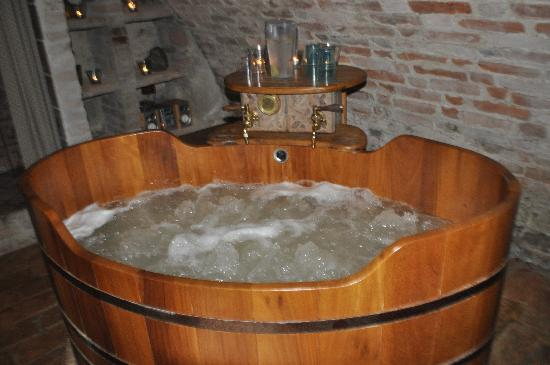 Zamek Zabreh: The beer bath - the right tap pours beer!