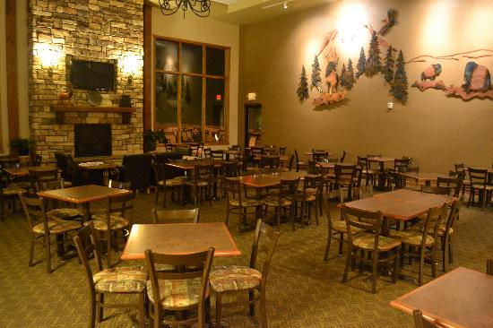 Holiday Inn Express Custer : Hotel Breakfast Area - 1