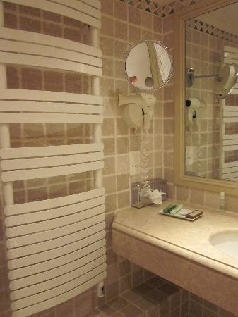 Hotel La Perouse: Towel warmer