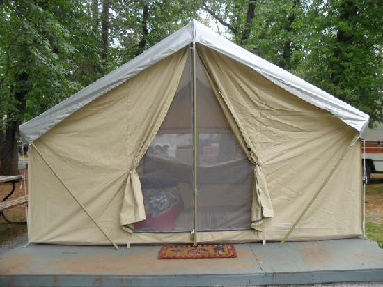Lakehead Campground and RV Park: The tent close-up, see the beautiful bed inside