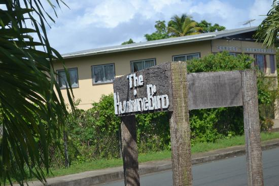 Hummingbird Hotel: Sign @ entrance