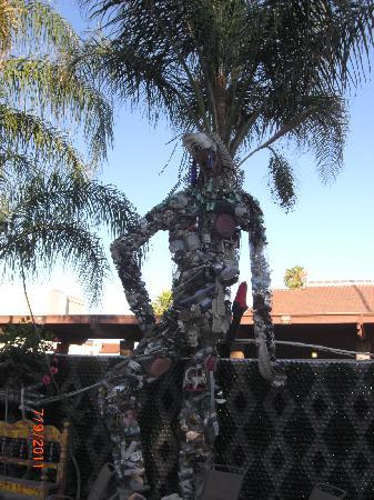 Tio's Tacos: tree sculpture