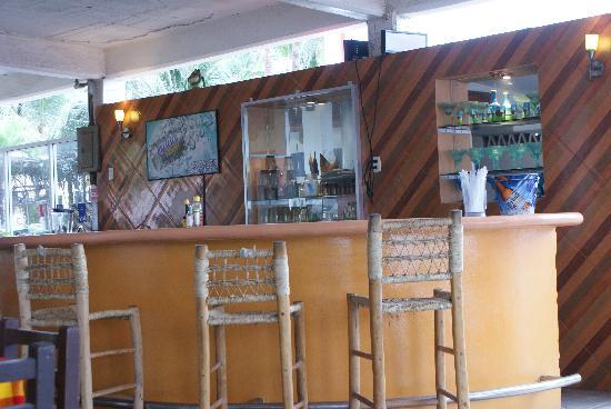 Stone Island Gardens: Bar