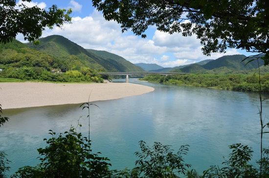 Kochi Prefecture, Jepang: 四万十川と川登大橋