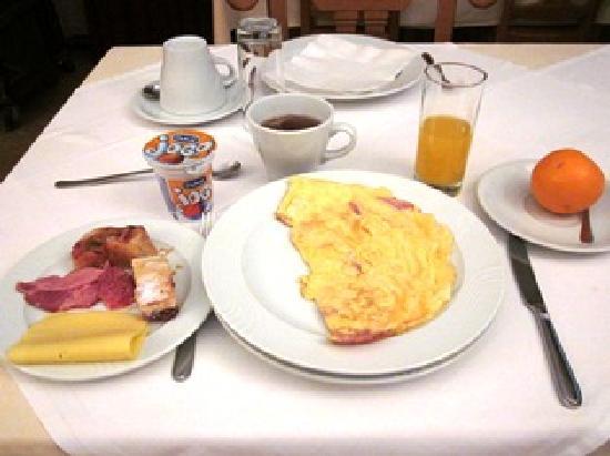 Hotel Fontana: 朝食