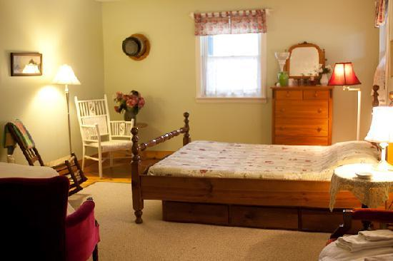 Jackson's Falls Country Inn: Tottenham Room queen & single | wrap around porch