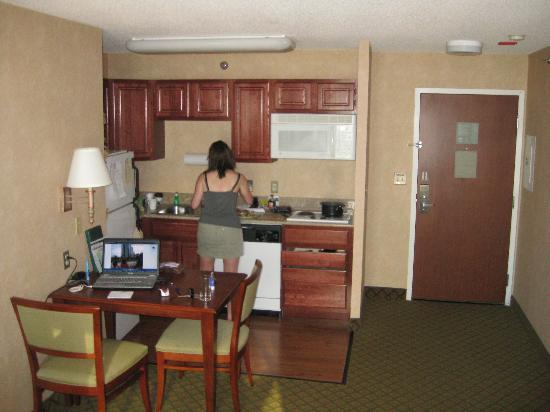 Homewood Suites by Hilton Chicago Downtown: full kitchen