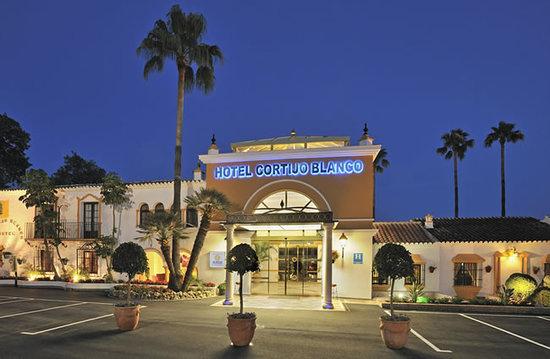Globales Cortijo Blanco Hotel: Entrada principal