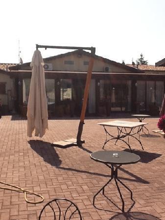 Relais Madonna di Campagna: patio esterno