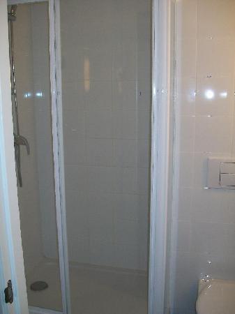Ibis budget Girona Costa Brava: baño aparte
