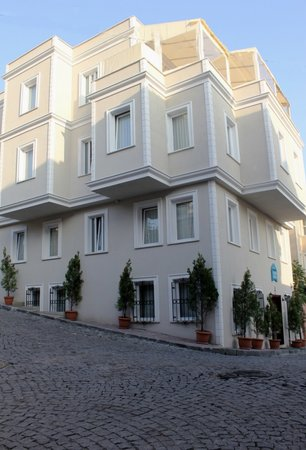 Sultanahmet Cesme Hotel: Street