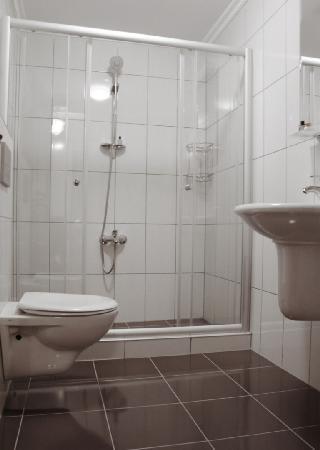 Sultanahmet Cesme Hotel: Bathroom