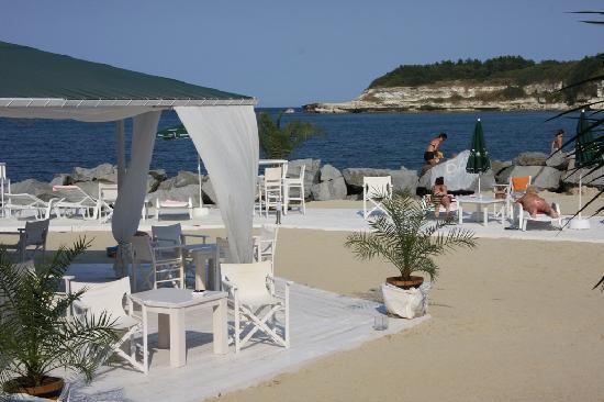 Hotel Hermes: beach bar area