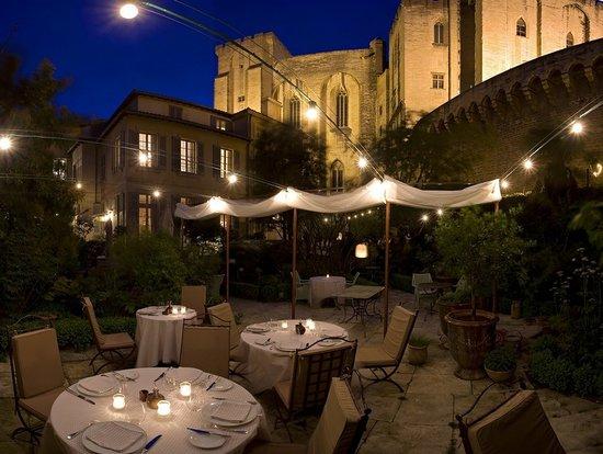 La mirande hotel avignon frankrijk hotel for Exterieur nuit