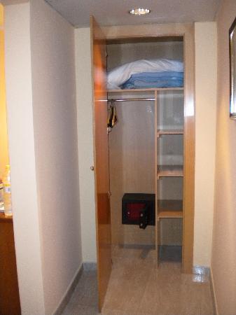 Hotel Cortes: armadio