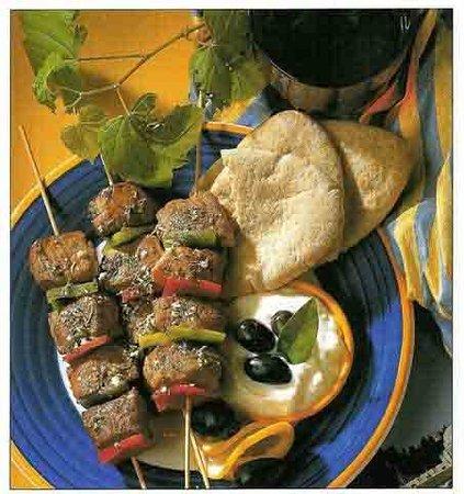 Ristorante Greco Esperides: Souvlaki di carne con salsa tzatziki