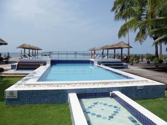 Centara Grand Island Resort & Spa Maldives: Zwembad