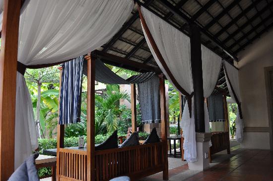 Angkor Miracle Resort & Spa : Pool side bar