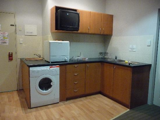 All Suites Perth: Kitchenette with TV