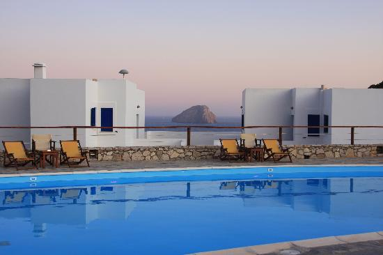 El Sol Hotel : view from pool