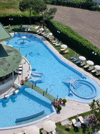 Esplanade Tergesteo: Sicht vom Zimmer aufs Schwimmbad