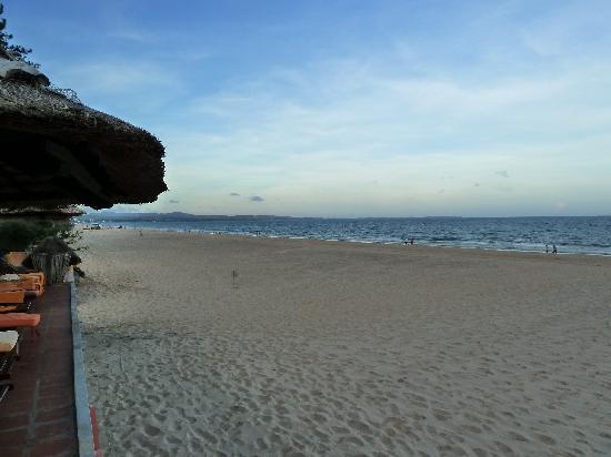 Terracotta Resort : Its private beach