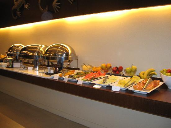 Hotel Madero: una de las mesas de desayuno