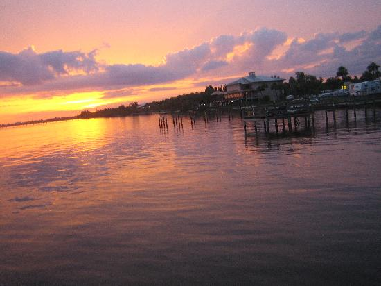 Banana Bay Waterfront Motel: A typical breathtaking sunset