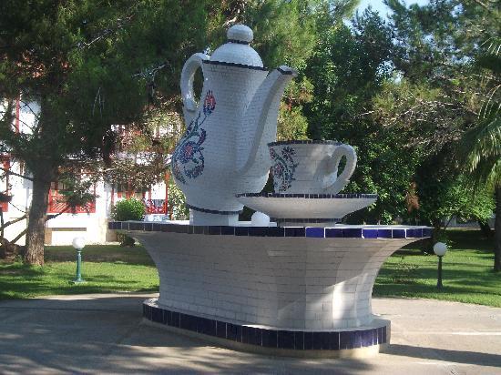 Ali Bey Club Park Manavgat : Teapot Fountain