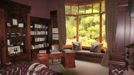 Treetops Lodge & Estate: relax room