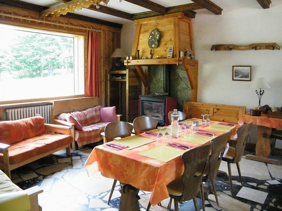 Gite - Auberge Le Chamois: sala caminetto