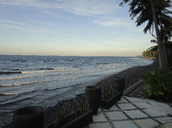 Agung Bali Nirwana Private Luxury Villas: Another view of the beach