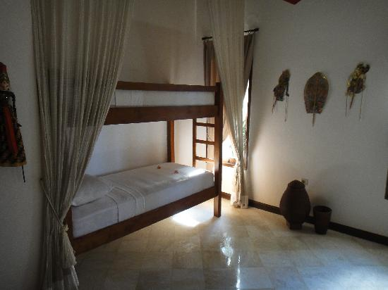 Agung Bali Nirwana Private Luxury Villas: Bunk bed