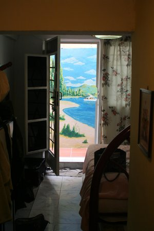 Casa Garcia: vista desde el cuarto (mural de un amigo del dueno)