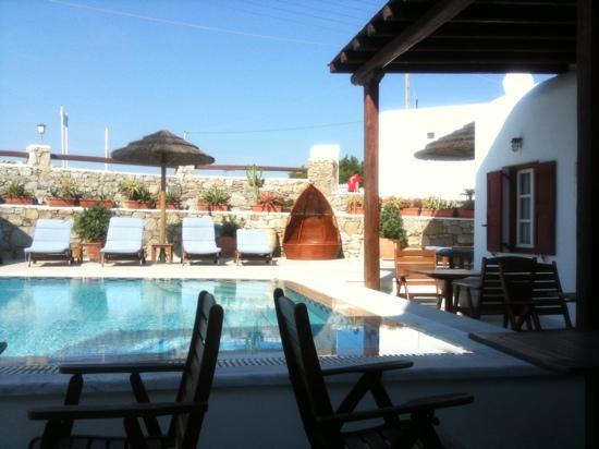Domna Petinaros Apts Hotel Mykonos: court & pool
