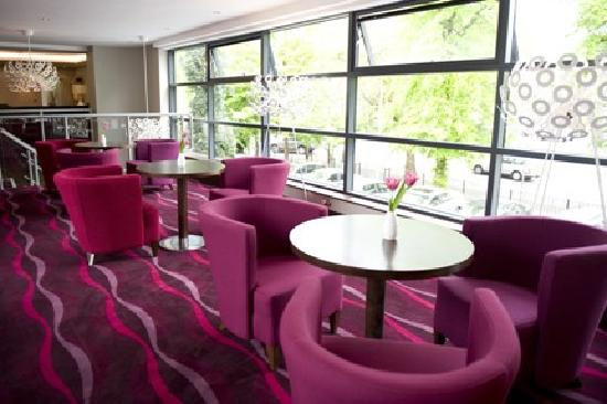 Hallmark Inn Manchester South: Skyway Lounge