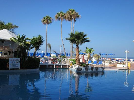 Guayarmina Princess Hotel: the pool area