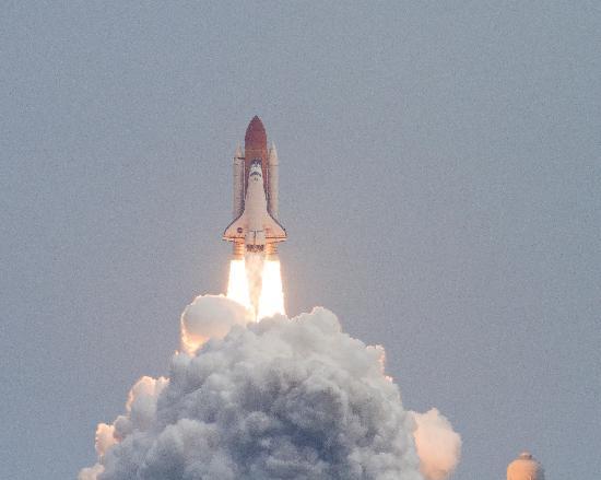 Gray Line Orlando : Shuttle Atlantis clears the tower