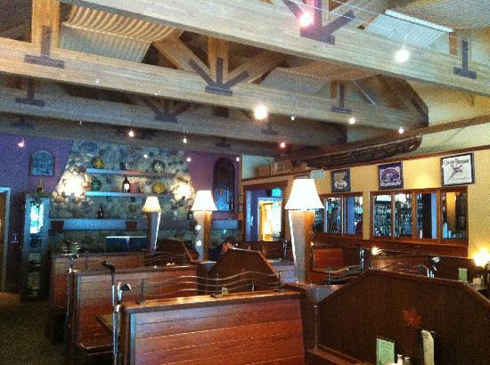 RiverRock Grill & Ale House: Interior
