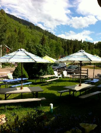 Crystal Club Cafe : outdoor seating