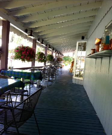 Crystal Club Cafe : patio seating