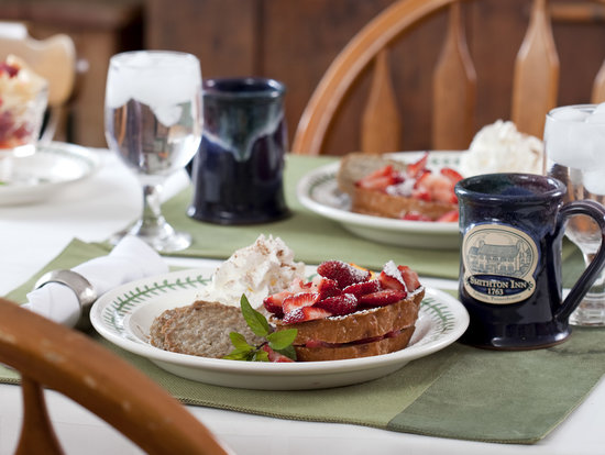 Historic Smithton Inn: Strawberry Amaretto Stuffed French Toast
