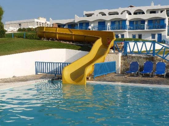Mitsis Rinela Beach Resort & Spa : Piscina scivoli