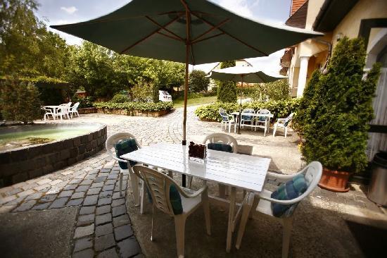Keszi Panzio: Keszi Panzió, terrace